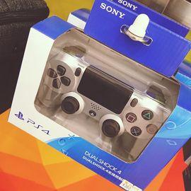 SONY/索尼 【专柜正品】 手柄 PS4 游戏手柄 无线手柄 红色 蓝色 迷彩绿 礼品礼物 PS4手柄