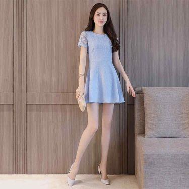 乔伊思 夏季新品百搭花边圆领连衣裙 蓝色白色收腰蕾丝淑女裙子W723193