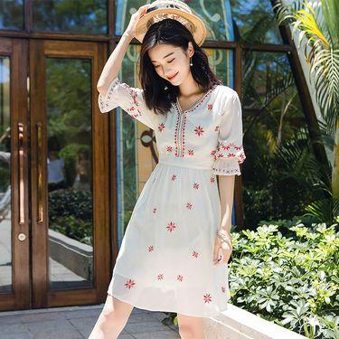 连衣裙女2019夏季新款波西米亚度假风民族风刺绣文艺复古雪纺长裙6637