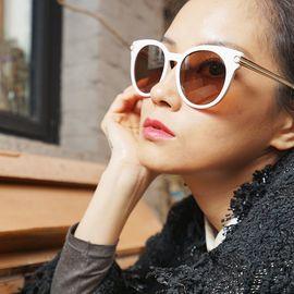 菲拉格慕 POLICE  菲拉格慕眼镜女款时尚大框猫眼太阳镜百搭墨镜防UV镜片 SF839SA 镜片53毫米